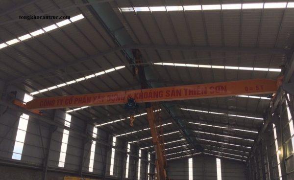 Cầu trục dầm đơn 5 tấn nâng hạ kính tại Hà Nam